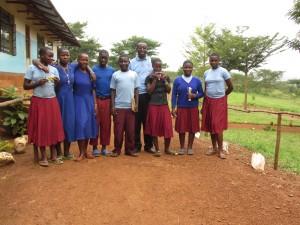 Father Herman met de FOTAS-studenten op Nkwenda Secondary School