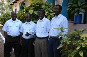 Tanzaniaanse priesters - rechts father Herman, onze huidige projectcoördinator